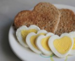 "favor-""ette"": heart-shaped egg"