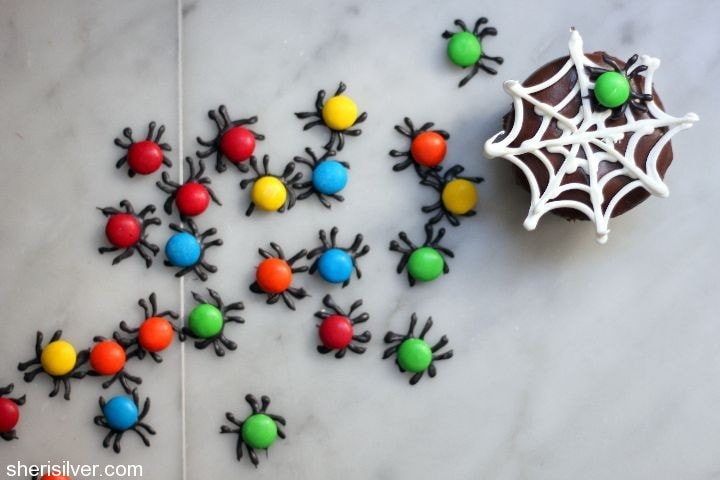 spiders and webs cupcakes