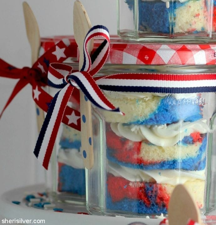 Red White and Blue Cake In a Jar l sherisilver.com