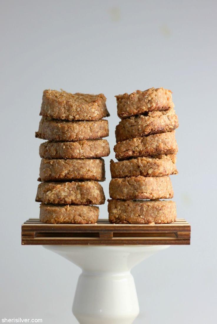 3-Ingredient Vegan Tahini Date Cookies l sherisilver.com