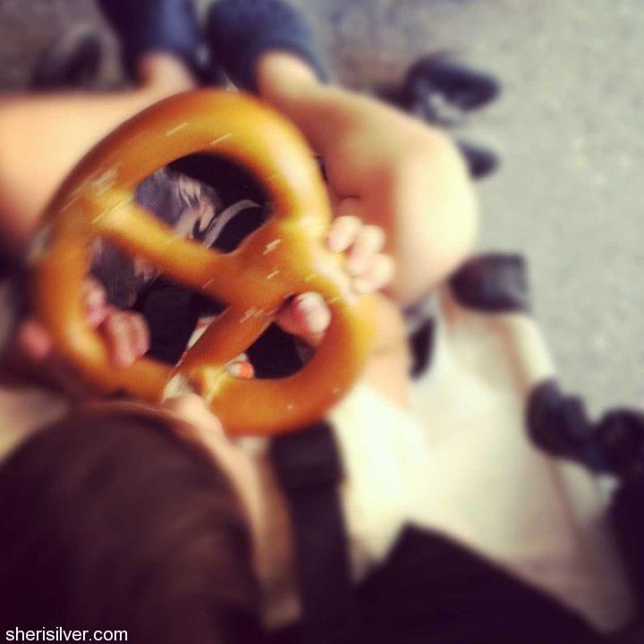 new york city, pretzel