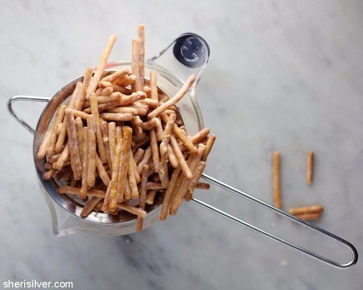 pretzel-pops-with-nutella-fudge-chunks