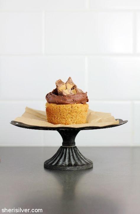 Peanut Butter Cup Cupcakes l sherisilver.com #ad