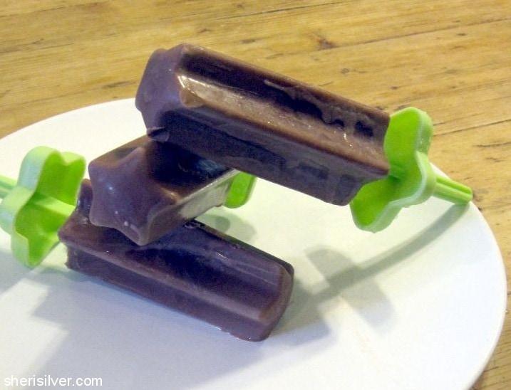 Hot Cocoa Popsicles l sherisilver.com